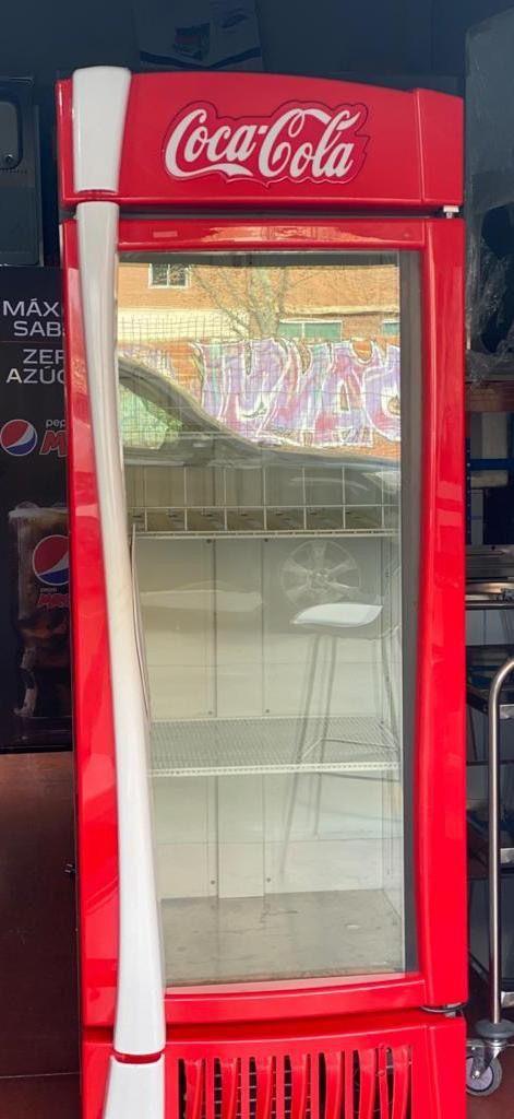 Vitrina refrigerada puerta de cristal TRUE