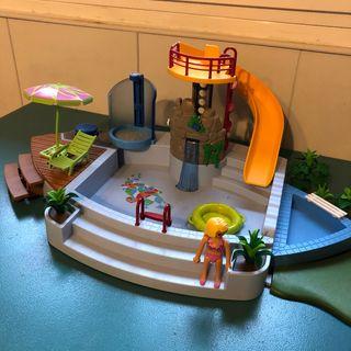 Piscina con tobogán Playmobil