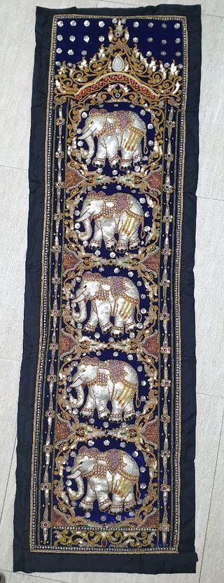 Tapiz o camino de mesa de elefantes