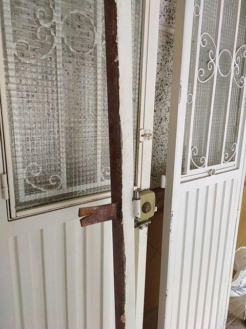 puerta de hierro doble