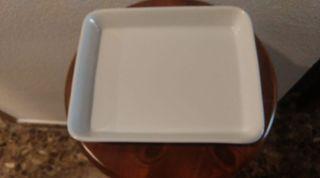 10 platos-fuente rectangulares. Medidas 23x19x4cm.
