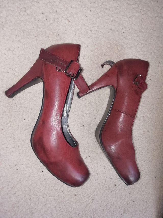 Zapatos de tacón rojo/burdeos