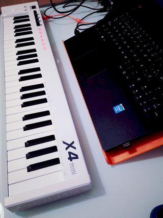 Teclado maestro controlador MIDIPLUS X4 mini