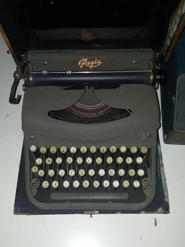 Máquina de escribir Regia