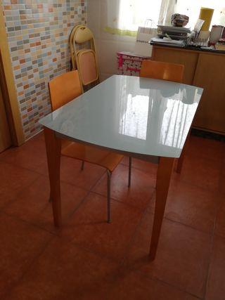 Mesa cocina y dos sillas