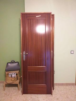 puertas de madera maciza roble con marcos y pomos