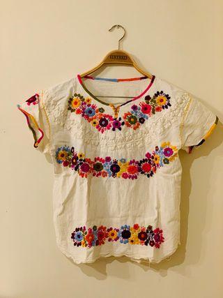 Camiseta mexicana de algodón orgánico bordada