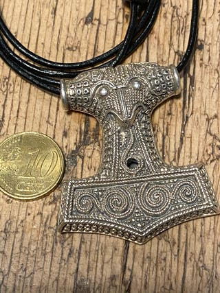 Gran colgante de plata labrada martillo Thor.