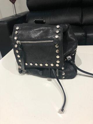 Bolso mochila tachas negra