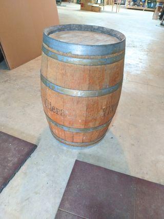 barril de vino de madera de roble