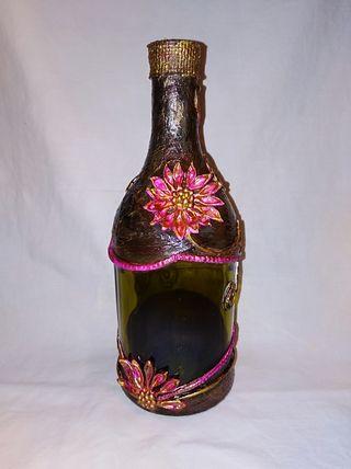 Botella adornada