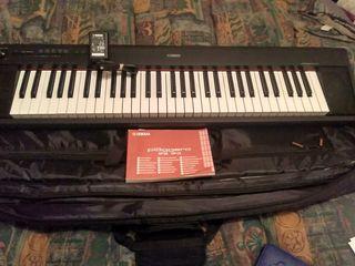 Yamaha NP-12 órgano electrónico. Como Nuevo.