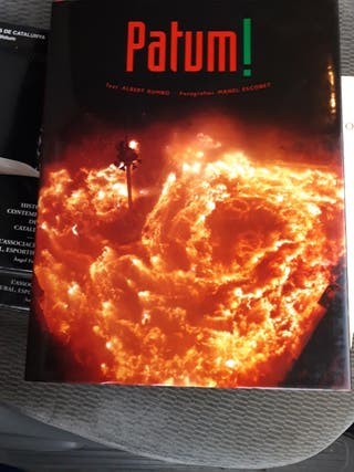 """libro """" Patum """" sin ojear , abierto por error"""