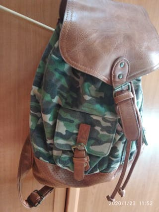 mochila camuflaje militar Pull and bear