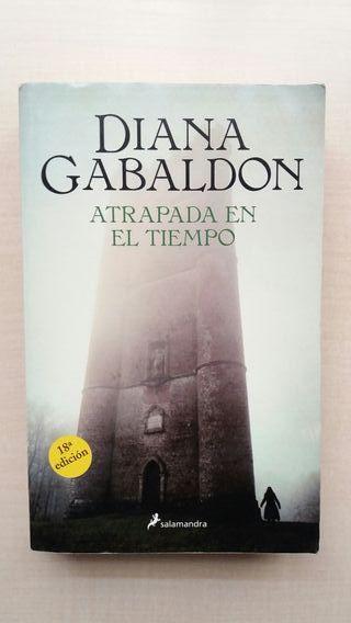 Libro Atrapada en el tiempo. Diana Gabaldon.