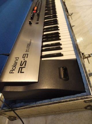 Teclado Roland Rs9 88 Teclas + interface Midi