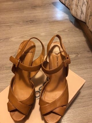 Zapatos beige de tacon