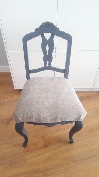 Silla Restaurada y tapizada en gris