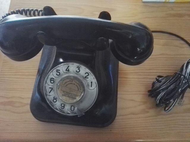 teléfono antiguo baquelita, de sobremesa.