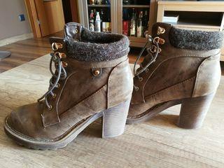 Botas o botines nuevos, color marrón. Tacón alto