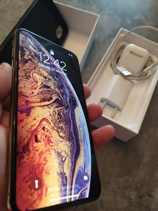 iPhone Xs Max + Airpods