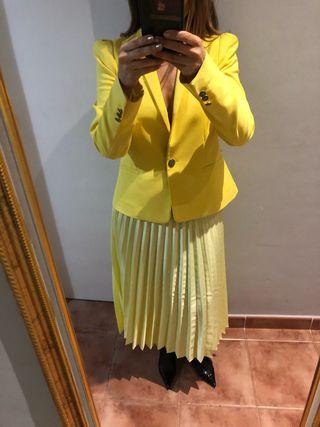 Falda amarilla plisada seda