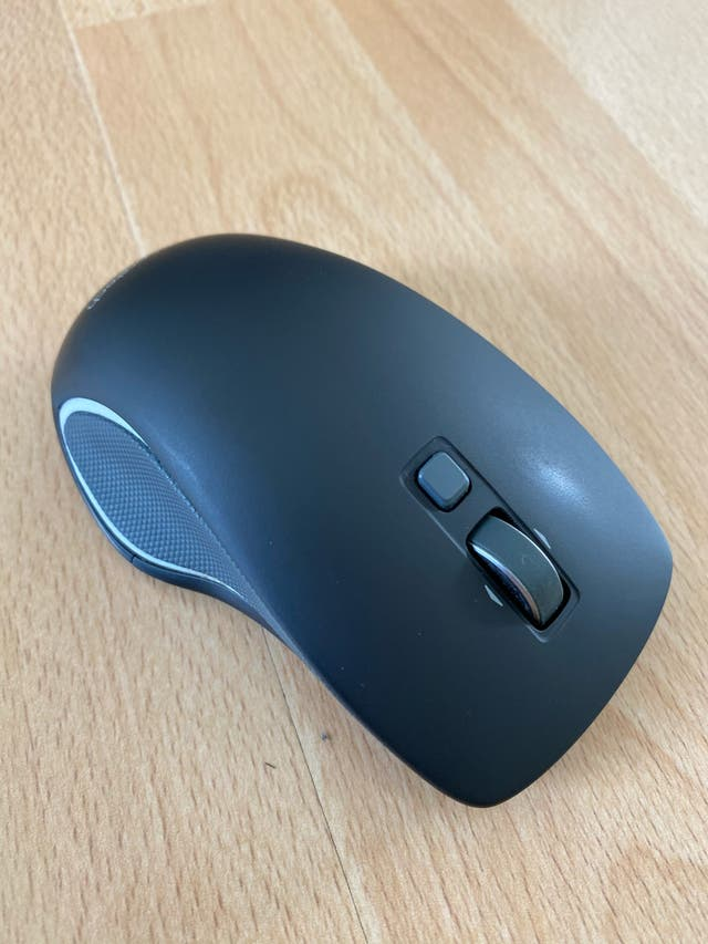 Ratón inalámbrico logitech m560 sin uso