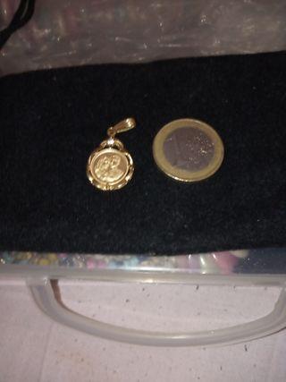 medalla con una pareja en oro 18 kilates