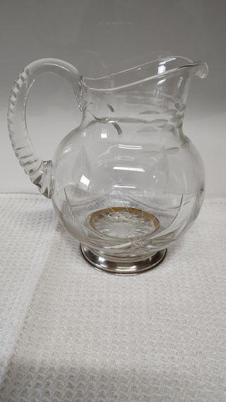 jarra de cristal tallado con pie de plata