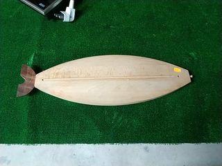 tabla de madera diseño sushi y cuchillos japonenes