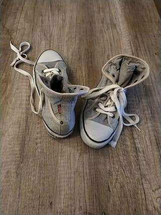 zapatillas tipo converse marca levis T39