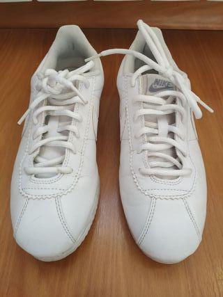 Nike Cortez blancas talla 38.5