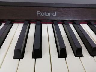 Piano Roland hp 800