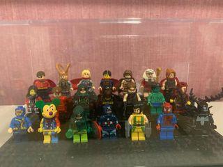 Figuras tipo lego de superhéroes
