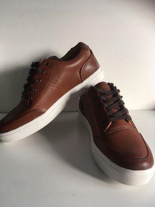 Zapatillas fórmula joven