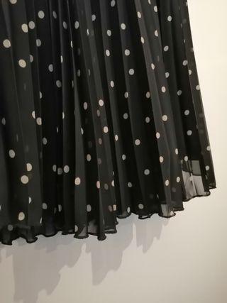 Falda plisada con lunares de Zara
