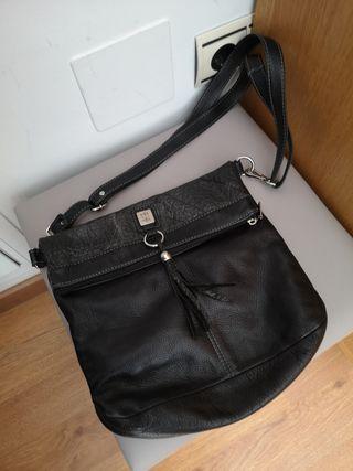 bolso piel negro.