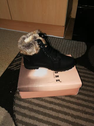 women's Black and brown fur winter boots
