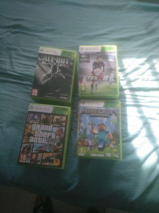 27 juegos y 4 micrófonos Xbox 360
