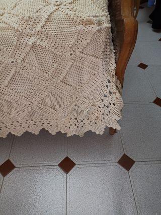 Se vende preciosa colcha hecha a mano.