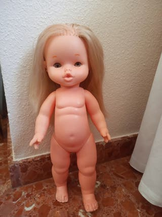 Muñeca Nieves de Famosa