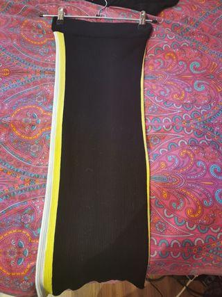 falda ajustada con lateral amarillo y blanco