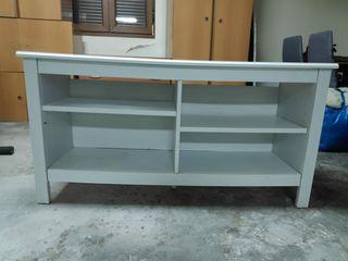 Mueble de TV o estantería baja