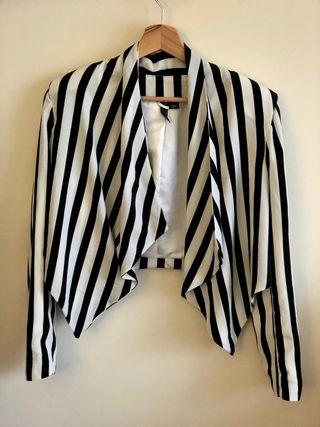 Blazer corta rayas blancas y negras H&M