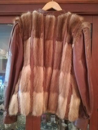 cazadora de cuero y piel de zorro rojo canadiense
