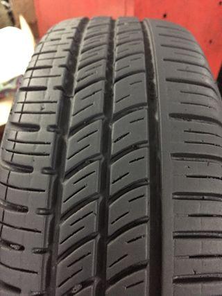2 neumáticos 175/70R13 Pirelli