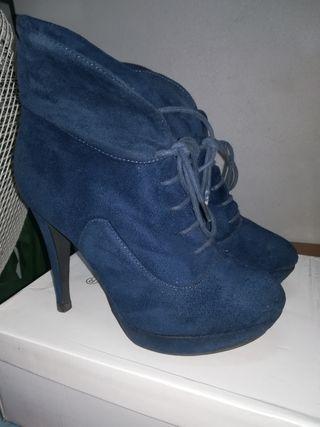 botines tacón azul