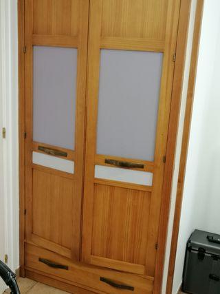 se venden puertas de armario y baldas