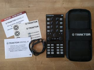 Traktor Kontrol X1 MKII Controladora DJ con Funda