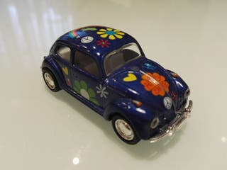 "VW Beetle ""Flower Power"" - Kinsmart. 1/64."